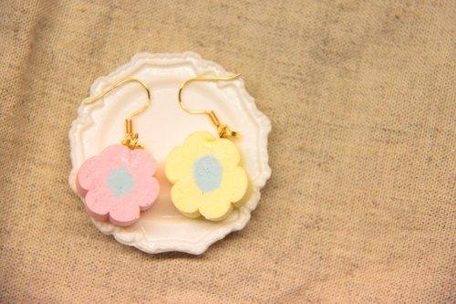 台湾出品 / 商品故事 / 我在开满花的草地里 吃着可爱的花朵棉花糖 和