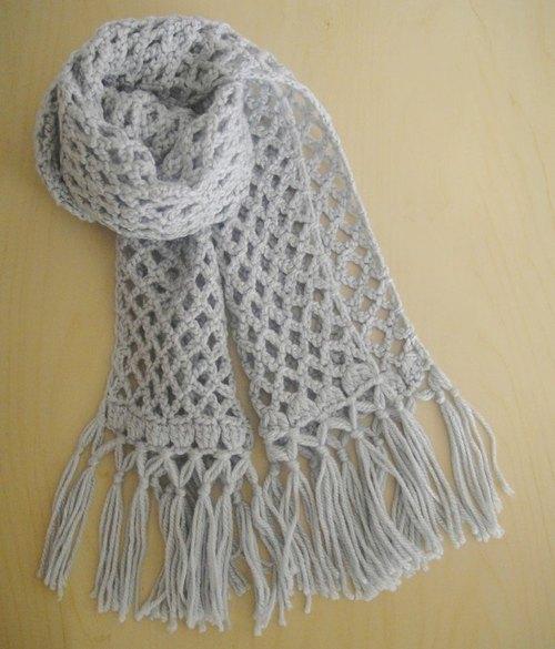 质感浅灰菱形手工编织保暖围巾