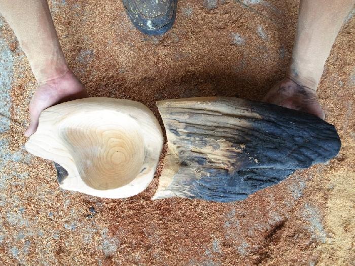 粗獷的漂流原木經過設計、加工,便能成為造型特別、獨一無二的木盤。