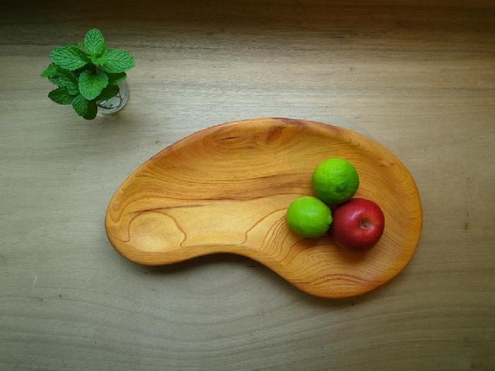 用手工木作收納日常之所需,水果、點心抑或手機、鑰匙、零錢。讓具有生命力的作品,陪伴正在生活的你/妳。