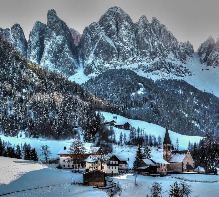 義大利 富內斯 下雪 冬天旅行 旅行 歐洲 下雪的國家 會下雪的國家 下雪國家 下雪城市