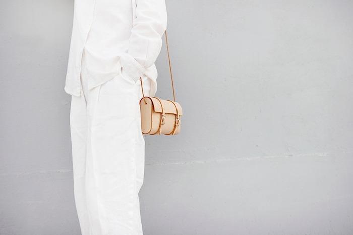 ヌメ革のミニバッグ
