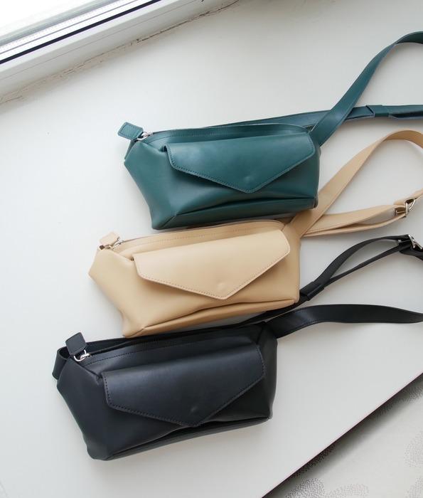 小さなタイ製のミニバッグは3色あります
