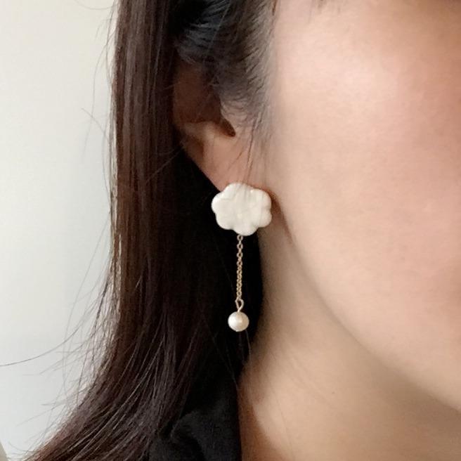 日本飾品 po-to-bo 的雲朵耳環