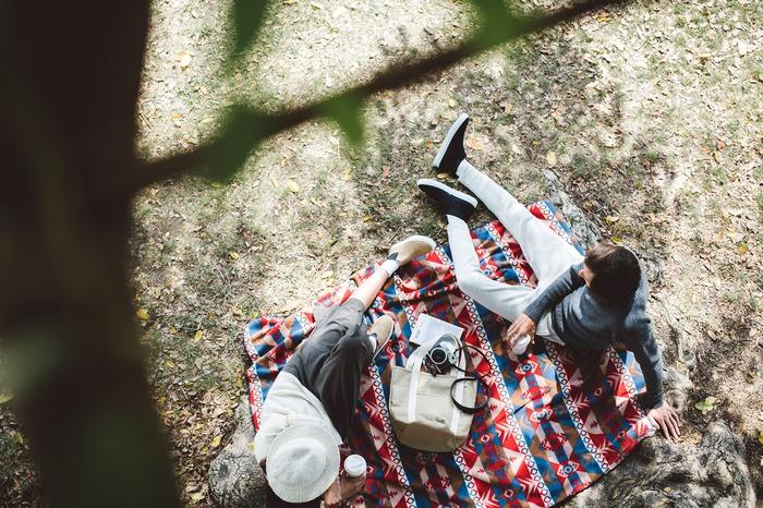 Hideaki Hamada's photography work: top-down view cozy blanket under the tree