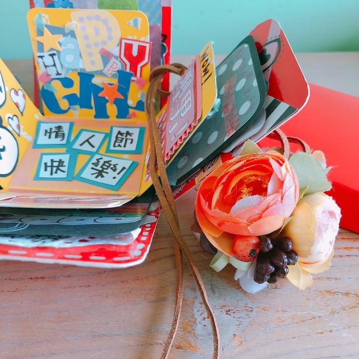 為最愛送上雙重驚喜,一張心意滿滿的卡,加上一條充滿戀愛氣息的項鍊,是最完美的禮物。