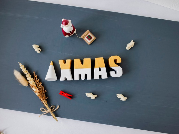 裝飾聖誕節的金色水泥字母