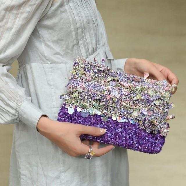 リバティプリントを咲き編みしたクラッチバッグ