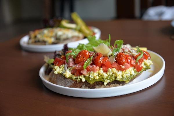 高雄蔬食餐廳-食不二蔬食餐廳-酪梨番茄騷耳朵
