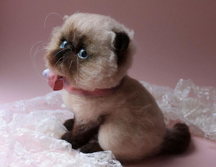 羊毛フェルトで作られた猫ちゃん