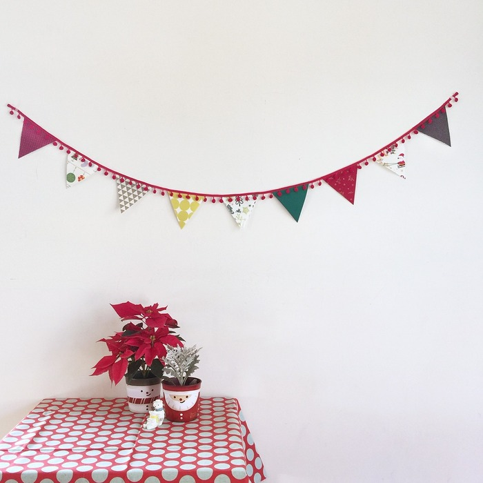 A minimal Christmas garlands, planter and desk decoration