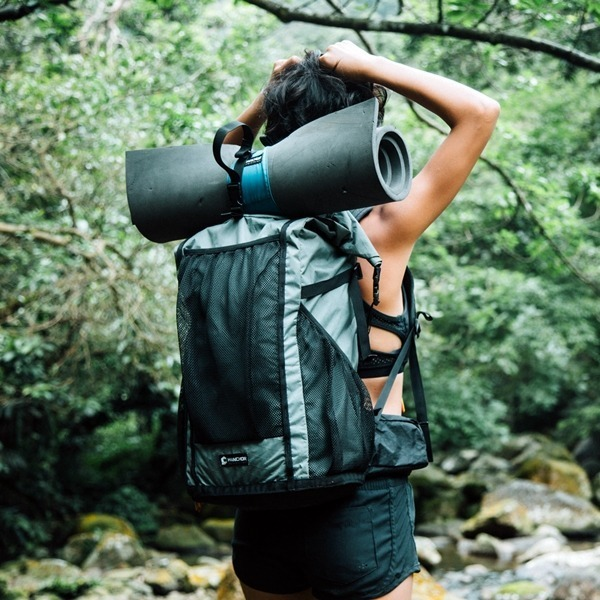 輕量化登山背包